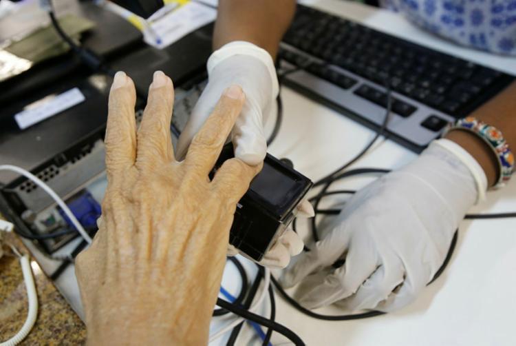 Em Simões Filho o percentual de biometrizados é de apenas 26,55%, em Dias D'Ávila 30,43%, Candeias 33,01% e Lauro de Freitas 40,51% - Foto: Margarida Neide | Ag. A TARDE