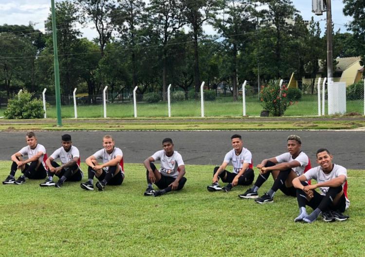 Neste sábado, 5, pela manhã, os atletas treinaram no campo do Centro Social Urbano Americana - Foto: EC Vitória
