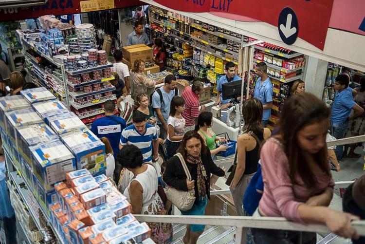 Indicador é um termômetro da intenção de compras a prazo por parte do consumidor - Foto: Marcelo Camargo   Agência Brasil