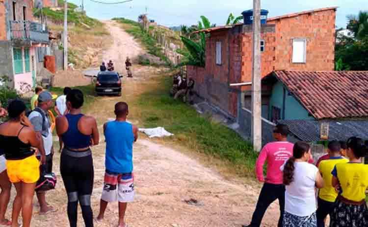 Homem é assassinado após ser chamado na porta de casa na Rua Girassol, no bairro Popular em Ipiaú - Foto: Reprodução   Site Vermelhinho Notícias