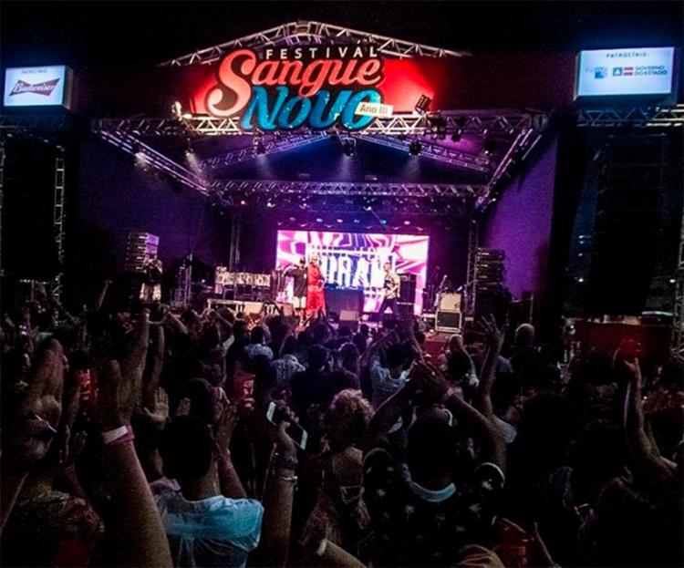 Multidão tomou conta do Porto Salvador Eventos, no Comércio. Ingressos foram esgotados uma semana antes do show