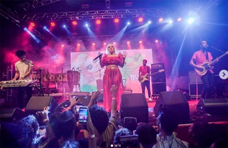 """Pernambucana Duda Beat cantou todas as músicas do seu primeiro álbum """"Sinto Muito"""""""