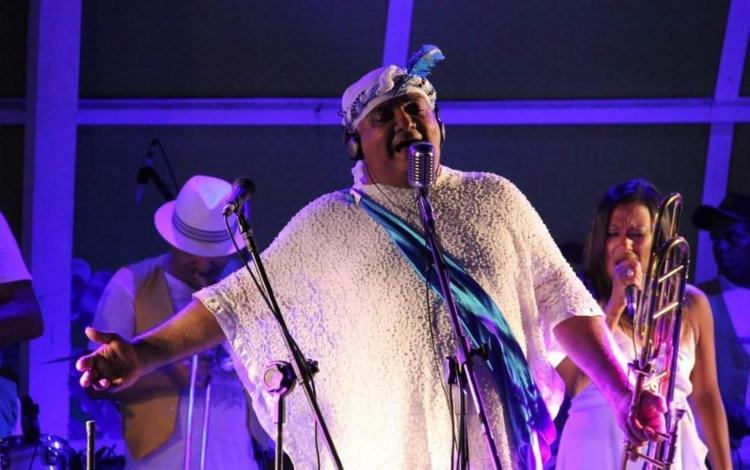 Artista receberá no palco as cantoras Thati e Mônica Sangalo, além do grupo Bailinho de Quinta - Foto: Reprodução | Facebook