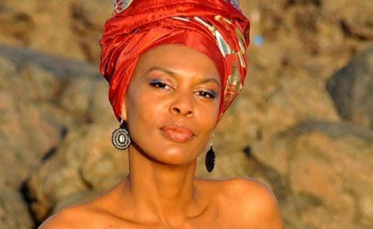 A cantora apresentará canções brasileiras e bossas - Foto: Divulgação