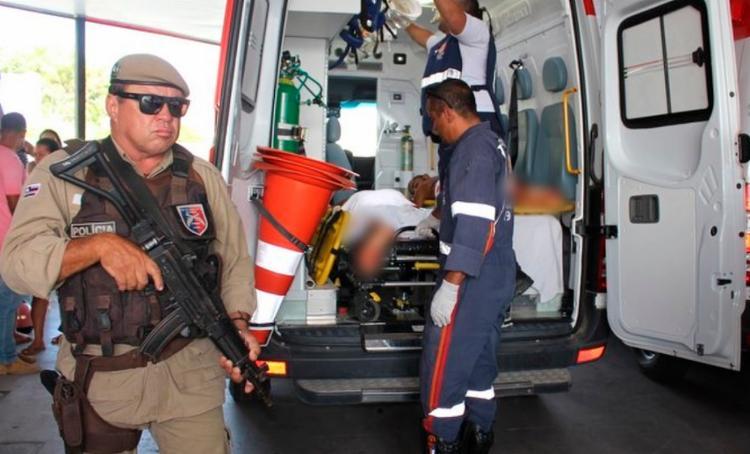 Presos foram socorridos por uma ambulância para o Hospital Regional de Eunápolis - Foto: Gustavo Moreira | Radar 64