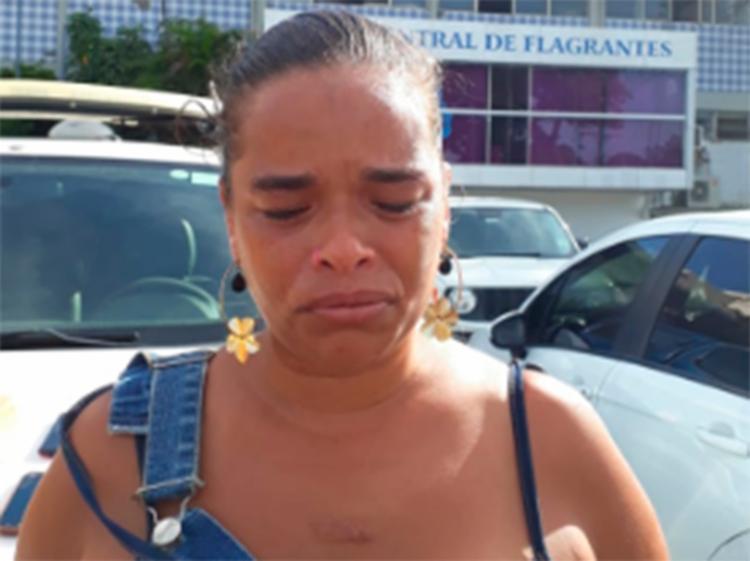 Laise confessou que adquiriu o habito de repassar drogas após a prisão do marido - Foto: Divulgação | SSP-BA