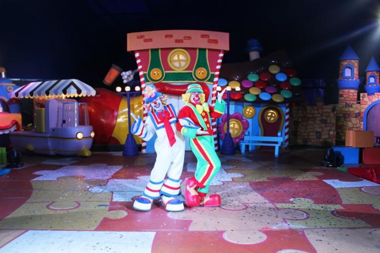 O espetáculo da dupla 'Patati e Patatá' acontece até o dia 27 de janeiro no estacionamento do Wallmart Pituba. - Foto: Divulgação