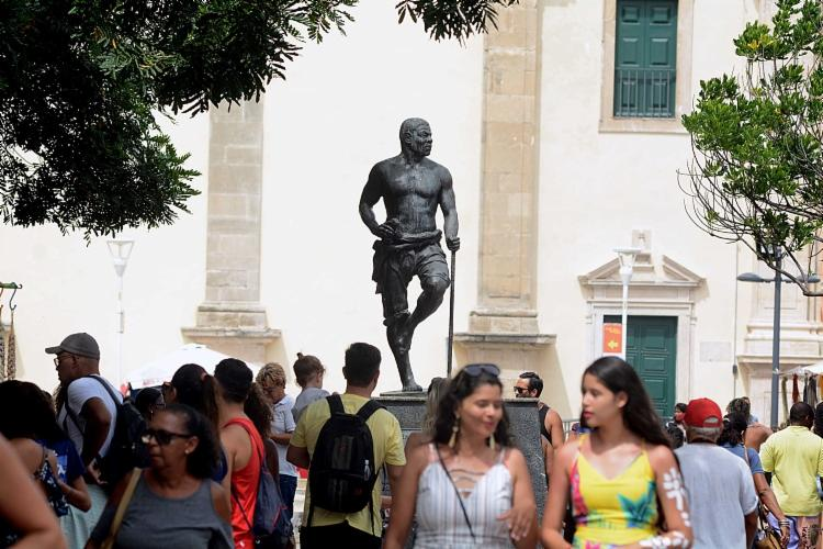 Localizada no Centro Histórico de Salvador, a estátua de Zumbi dos Palmares foi alvo de vândalos. - Foto: Divulgação