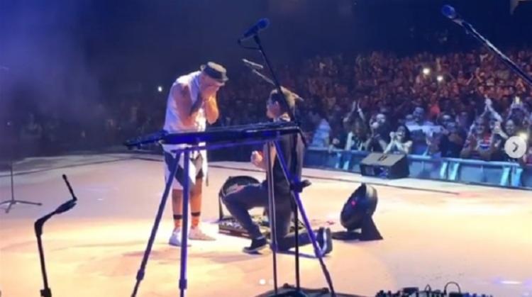 O cantor foi surpreendido na madrugada deste domingo, 27, durante seu show realizado na Fundição Progresso. - Foto: Reprodução | Instagram