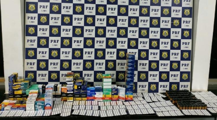 Com o suspeito, foram encontrados diversos medicamentos controlados como anfetaminas, anabolizantes, ansiolíticos e remédios utilizados para tratar disfunção erétil - Foto: PRF | Divulgação