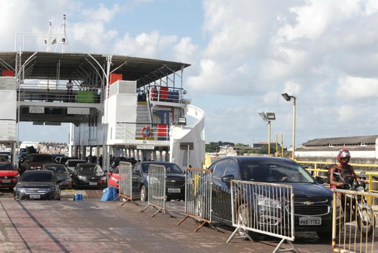 Neste domingo, sete embarcações operam na travessia marítima - Foto: Tiago Caldas | Ag. A Tarde