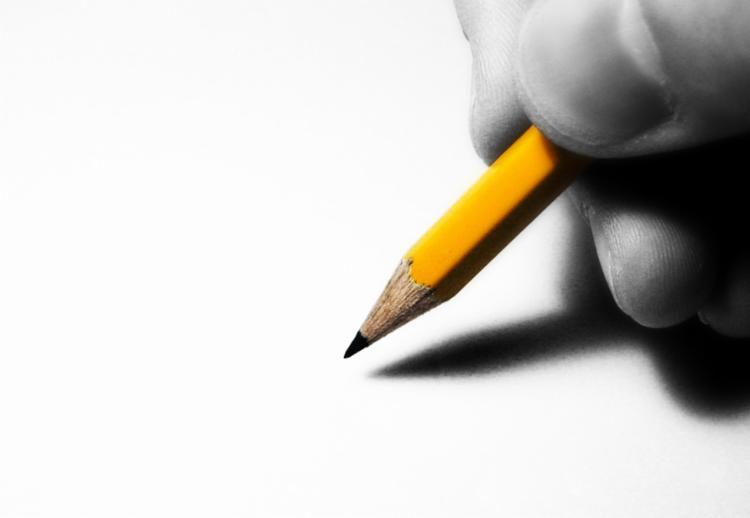 Grafite é depositado em camadas à medida que a ponta de um lápis se desloca no papel - Foto: Reprodução