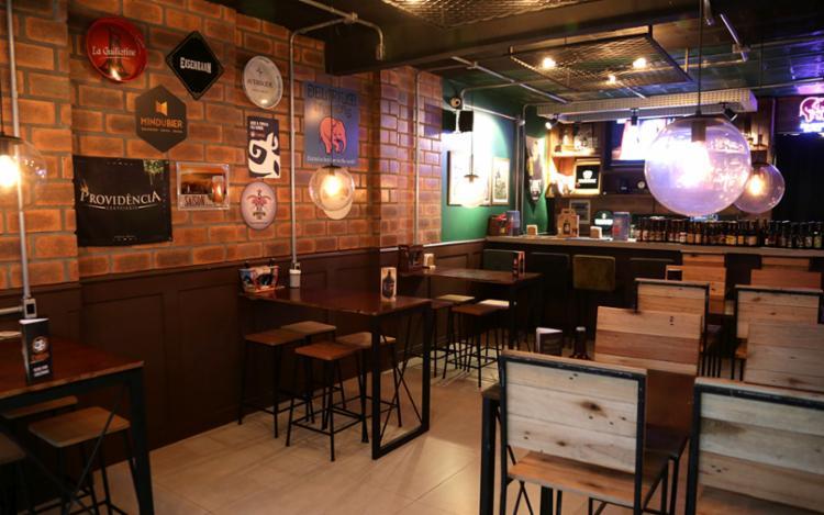 O bar fica na Rua Alexandre Herculano, na Pituba, um dos bairros mais boêmios de Salvador - Foto: Uendel Galter / AG. A TARDE