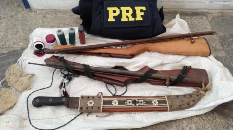 Os indivíduos informaram que haviam escondido duas espingardas de fabricação caseira - Foto: Divulgação