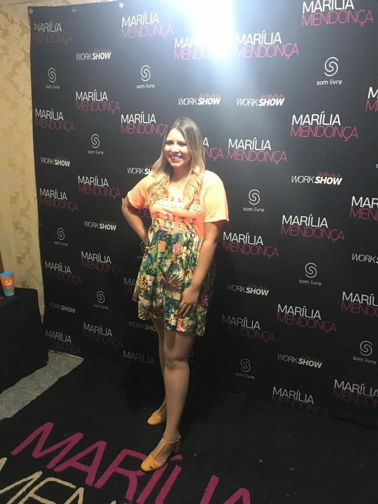 """A cantora Marília Mendonça revelou que em breve lança o projeto """"Te vejo em todos os cantos"""", onde ela chega de surpresa na cidade e realiza um show gratuito."""