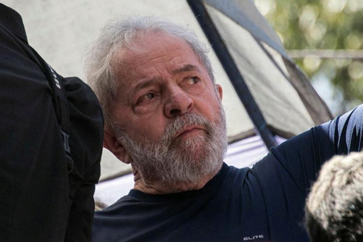 A defesa também pede que o petista seja posto em liberdade - Foto: Nelson Almeida   Divulgação   AFP