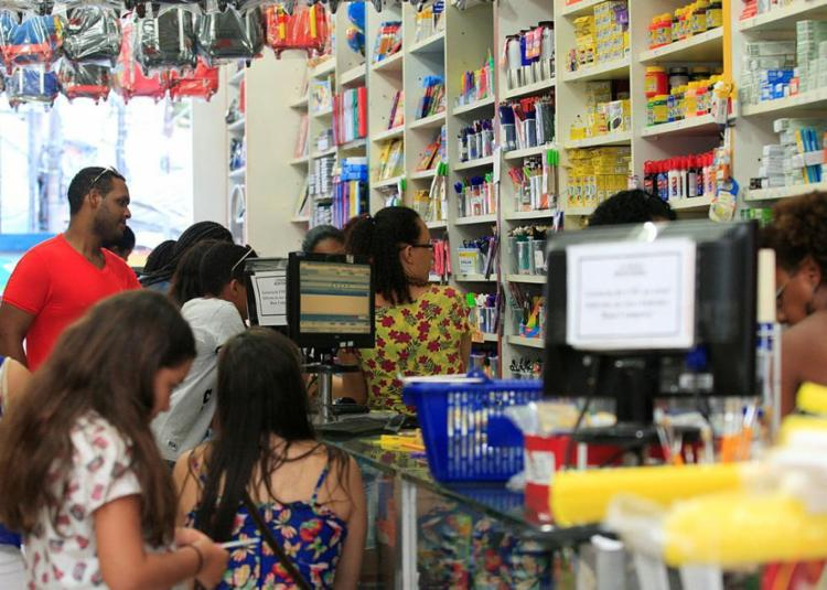Pesquisa de preços ainda é essencial para economizar na compra dos produtos - Foto: Mila Cordeiro | Ag. A TARDE