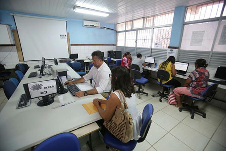 Último dia é direcionado aos alunos que vêm da rede particular ou de outros estados - Foto: Raul Spinassé | Ag. A TARDE