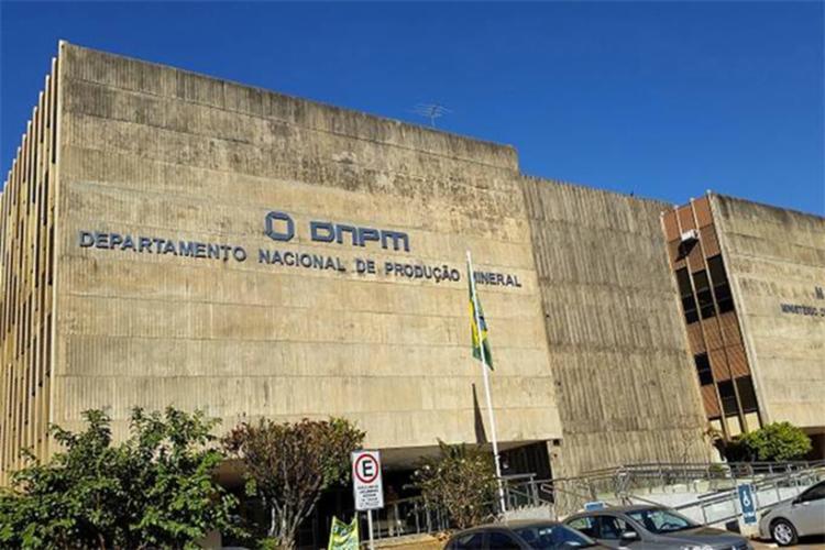 Segundo a PF, servidores recebiam vantagens para priorizar o andamento de processos administrativos - Foto: Divulgação