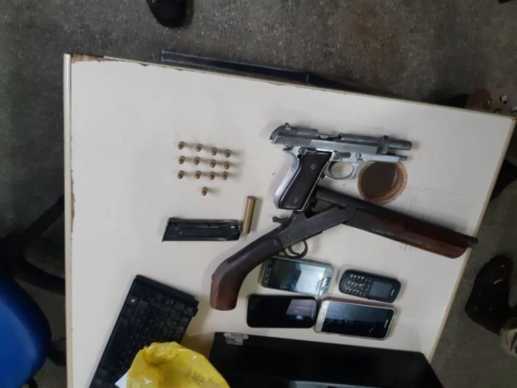 Com o grupo foram apreendidos armas, munições e celulares. - Foto: Divulgação | SSP-BA