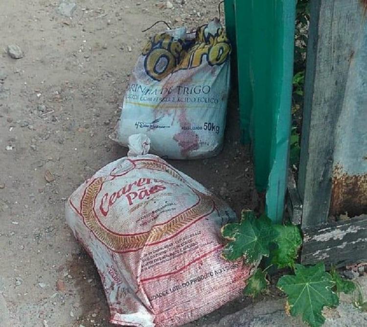 Em um dos sacos foram encontrados o tronco e a cabeça, da vítima. - Foto: Divulgação