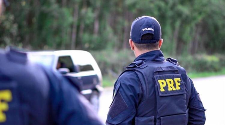 Além da falsa documentação, os policiais descobriram que o suspeito também possuia um boletim de ocorrência em seu nome por crime de estelionato em uma locadora de automóveis. - Foto: Divulgação   PRF-BA