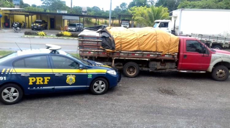O condutor do veiculo não possuía nenhuma documentação da carga, que foi avaliada em 12 mil reais - Foto: Divulgação   PRF