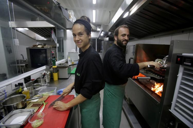 Chefs Katrin e Dante Bassi abriram o restaurante em novembro de 2018 - Foto: Adilton Venegeroles | Ag. A TARDE