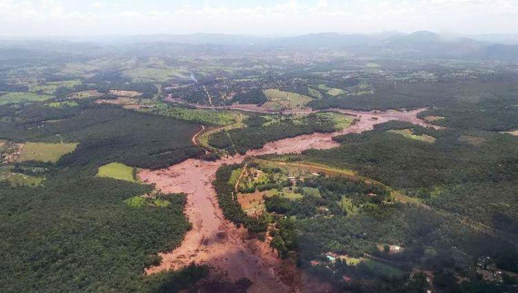 Barragem da Vale se rompe e atinge Brumadinho, em Minas Gerais - Foto: Corpo de bombeiros