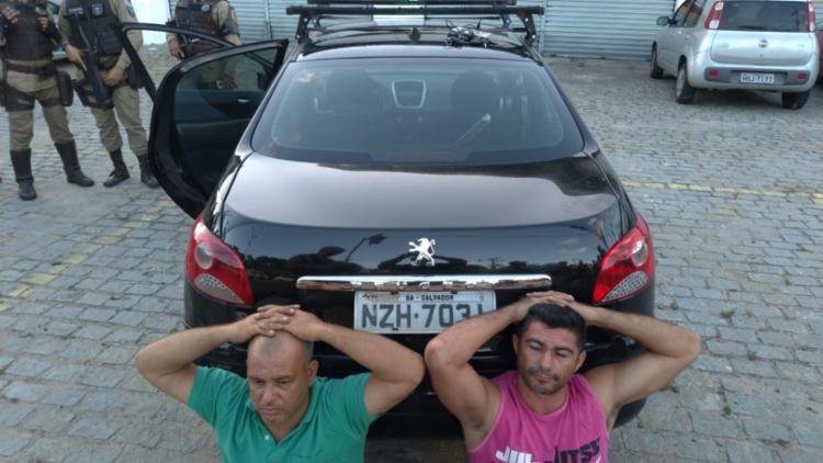 Dupla foi apresentada na Delegacia de Repressão a Furtos e Roubos de Veículos - Foto: Divulgação | SSP