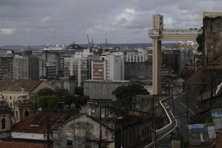 Quando o geógrafo baiano publicou o livro, em 1959, Salvador tinha 550 mil habitantes - Foto: Raul Spinassé / Ag. A TARDE