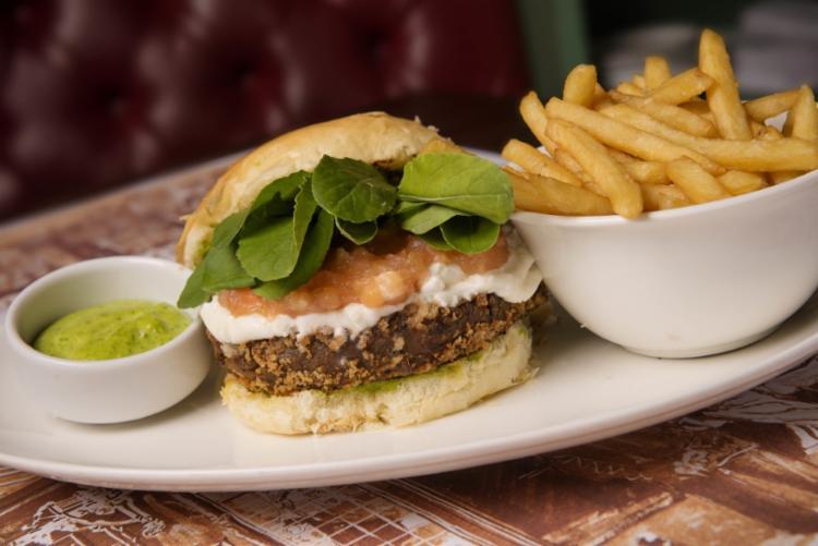 """O restaurante traz uma seleção de hambúrgueres na linha """"Burguer Gourmet P6"""" - Foto: Divulgação"""