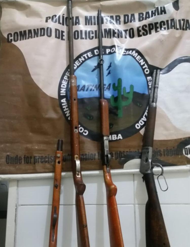 Foram apreendidos um rifle Rossi, calibre 44, uma espingarda CBC, calibre 28, duas espingardas de fabricação artesanal - Foto: Divulgação | SSP