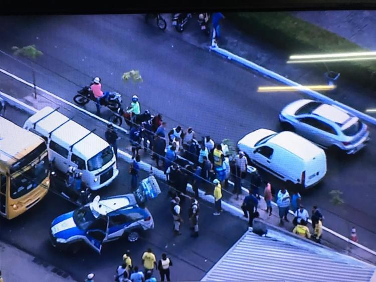 O tiroteio ocorreu na avenida Barros Reis na manhã desta quinta-feira - Foto: Reprodução| TV Record