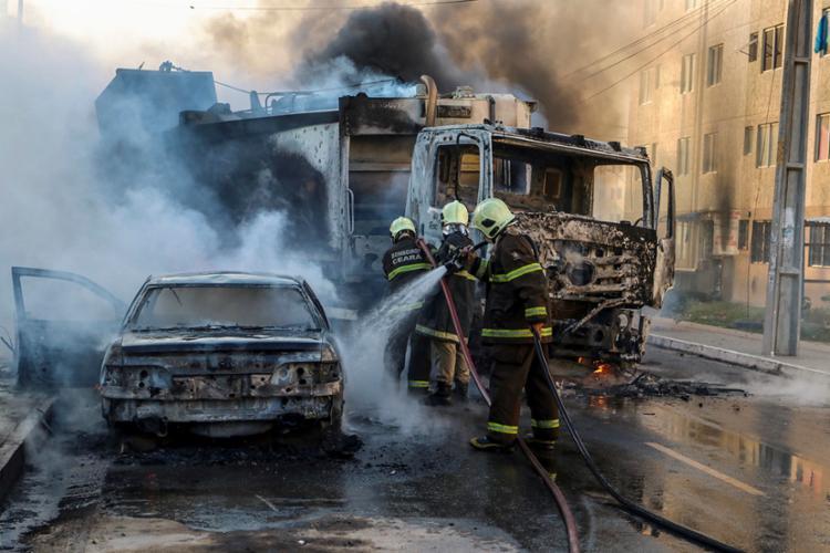 Frota de ônibus foi reduzida após ataques comandados por facções criminosas - Foto: Alex Gomes | O Povo | AFP