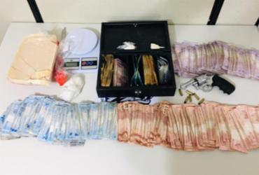 Suspeito de tráfico é preso com mais de R$ 10 mil e drogas em Feira | Divulgação | SSP-BA