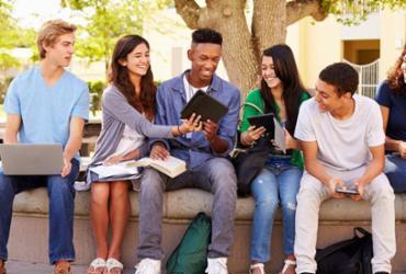 Formação de professores pode diminuir barreira entre profissionais e alunos