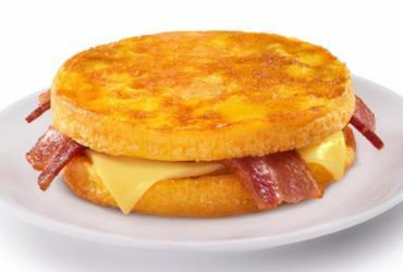 Empresa de fast food lança omelete com bacon e queijo em cardápio matinal   Divulgação