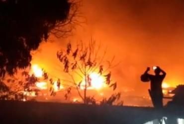 Incêndio destrói carros em pátio da prefeitura de Porto Seguro | Reprodução | Radar64