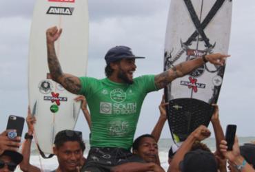 Baiano participa da qualificação para o Mundial de Surf em Noronha | WSL