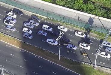 Acidente na LIP deixa trânsito lento na manhã desta segunda