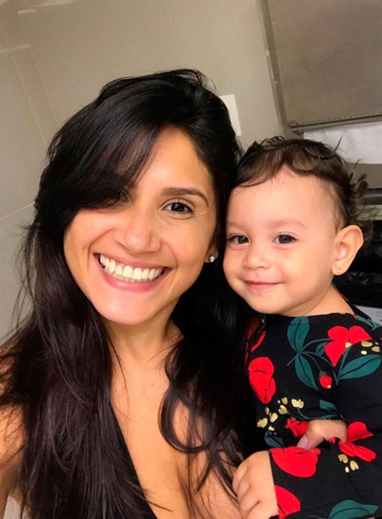 Maria das Graças pretende amamentar a pequena Luna até ela completar dois anos