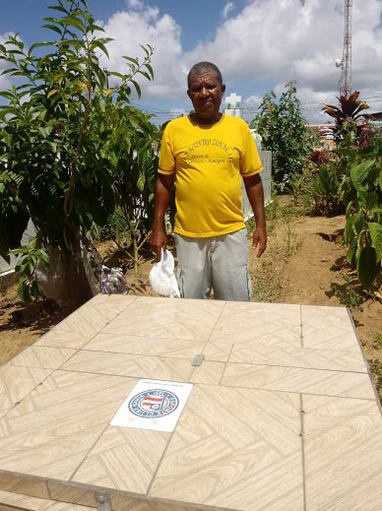 Antonio diante do túmulo: 'Serei Bahia até na morte' Levi Vasconcelos l Ag. A TARDE