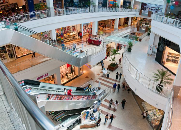 Shoppings e outros estabelecimentos comerciais funcionarão em horários especiais - Foto: Divulgação