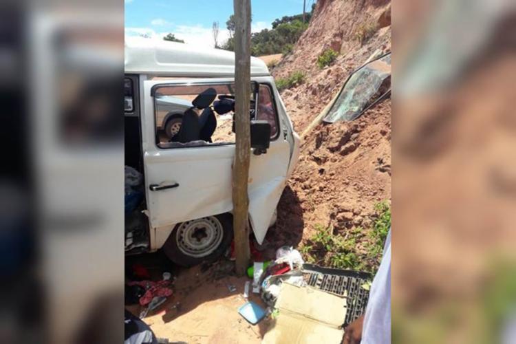 Veículo perdeu os freios em uma ladeira e se chocou contra um barranco - Foto: Reprodução | Sul Bahia News