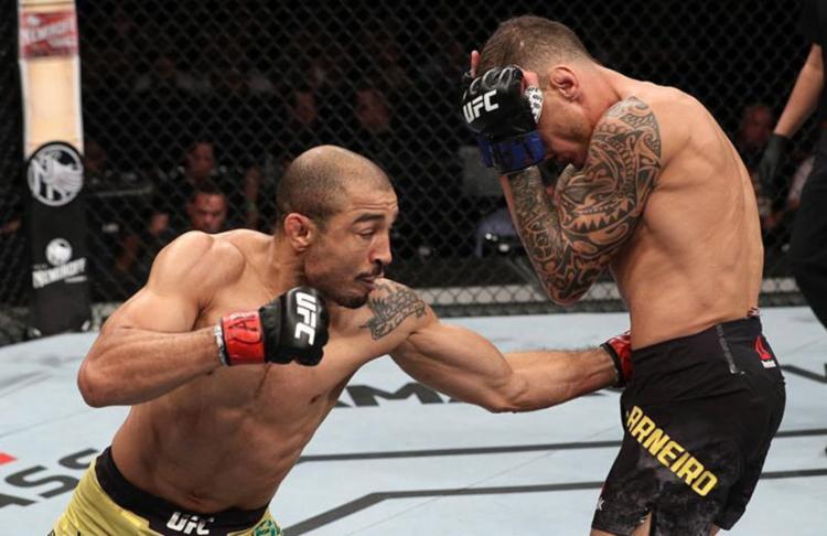 Evento realizado na madrugada deste domingo ficou marcado pelo show do ex-campeão peso pena - Foto: Reprodução l UFC