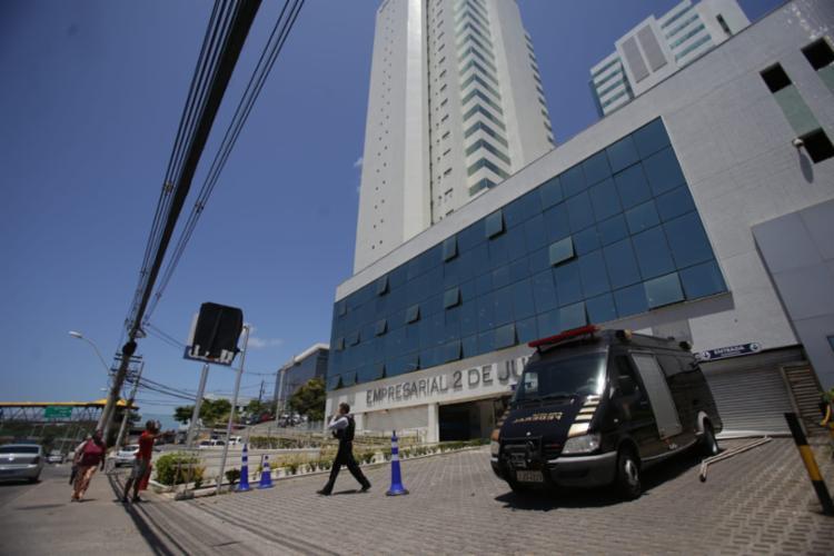 Empresarial foi alvo de tentativa de assalto na madrugada desta segunda - Foto: Raul Spinassé | Ag. A TARDE