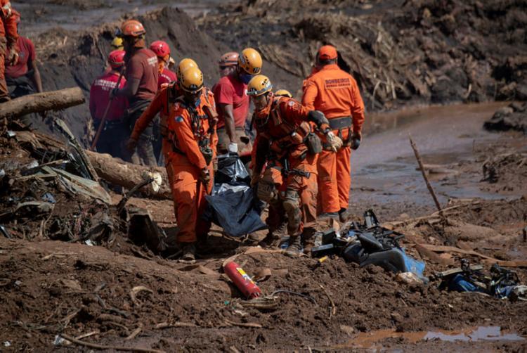 Funcionários da Vale estão envolvidos na segurança e estabilidade da barragem que rompeu no dia 25 de janeiro - Foto: Mauro Pimentel | AFP