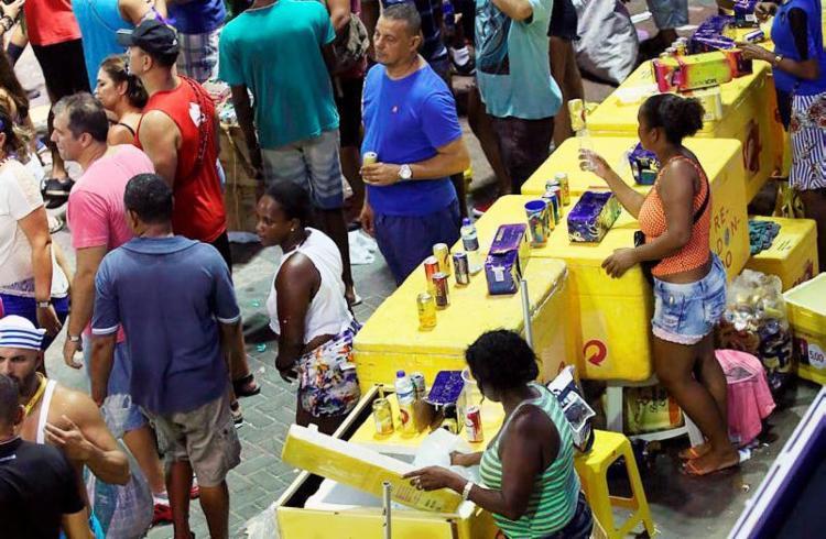 São oferecidas duas mil vagas para quem deseja trabalhar durante o Carnaval - Foto: Joá Souza | Ag. A TARDE