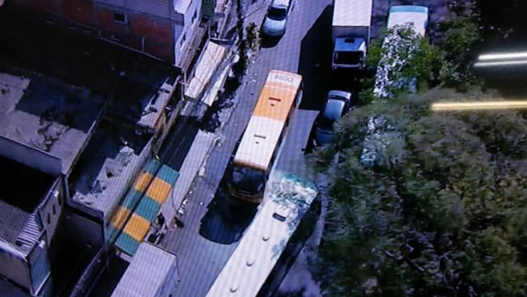 Chamas começaram por volta das 7h30 - Foto: Reprodução   TV Record Bahia